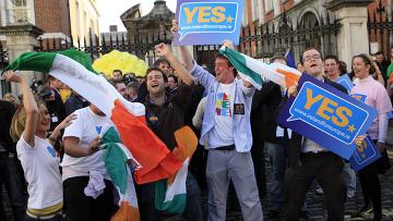 Народ Ирландии одобрил принятие Лиссабонского договора