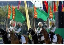 в честь 18-й годовщины независимости на центральной площади туркменской столицы прошел военный парад