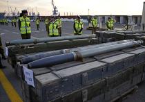 """Контейнеры с оружием, найденные на борту торгового корабля """"Франкоп"""" в порту Ашод в Израиле"""