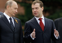Президент РФ возложил венок к могиле Неизвестного солдата