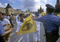 """Акция """"Гринпис"""" против ввоза ядерных отходов на Красной площади в Москве"""