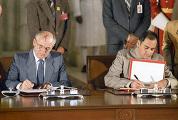 М.С.Горбачев и Р.Ганди во время подписания Делийской декларации
