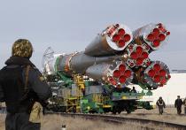 Космический корабль Союз TMA-18 транспартируют на аэродром Байконур