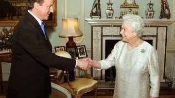 Новый премьер-министр Великобритании Дэвид Кэмерон с Английской королевой