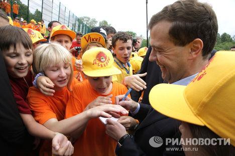 """Д.Медведев посетил детский оздоровительный комплекс """"Левково"""""""