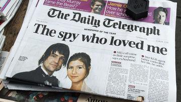Газета с фотографией Анны Чапман и ее супруга