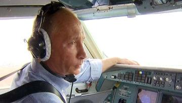 Путин на самолете-амфибии потушил два лесных пожара