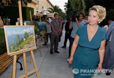 Светлана Медведева открыла выставку молодых художников в Сочи
