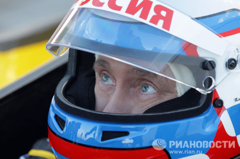 """Владимир Путин попробовал себя в роли пилота """"Формулы-1"""""""