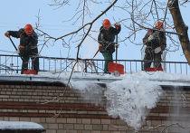 Очистка крыш от снега и льда в Москве