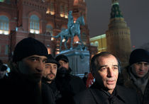Милицейское оцепление на Манежной площади в Москве