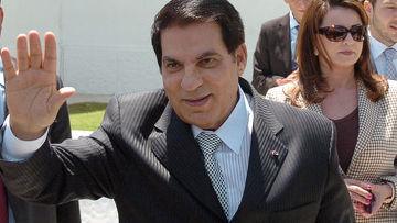 бывший президент Туниса Зин эль-Абидин Бен Али перенес инсульт и лежит в состоянии комы, супруга бывшего президента, ненавидимая многими Лейла Трабелси Бен Али, не находится рядом со своим мужем