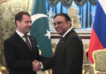 Президент России Дмитрий Медведев и президент Пакистана Асиф Али Зардари