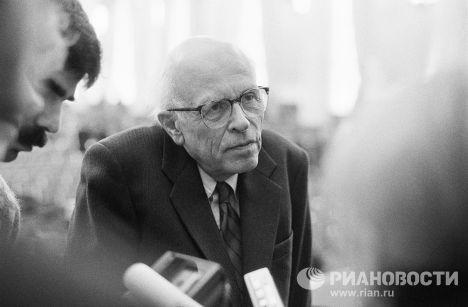 Советский физик, академик АН СССР Андрей Дмитриевич Сахаров