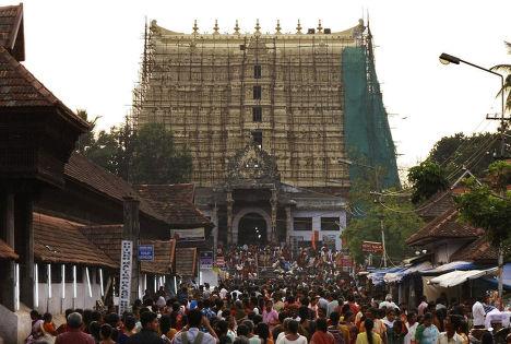 средневековой индуистский храм на юге Индии под сводами которого  был найден клад