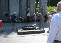 Церемония возложения цветов к мемориалу в Вильнюсе