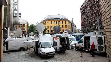 Журналисты у здания суда в Осло