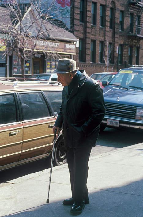 Эмигрант из СССР на Брайтон Бич в Нью-Йорке