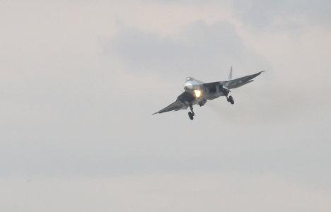Полет истребителя пятого поколения Т-50