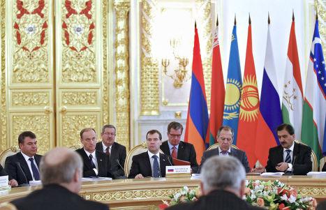 Д.Медведев на саммите ОДКБ и СНГ в Кремле
