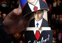 Матрешки с изображением Дмитрия Медведева и Владимира Путина