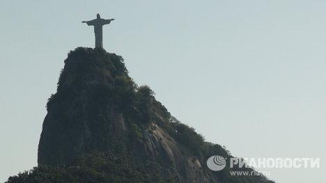 Вершина горы Корковаду и статуя Христа