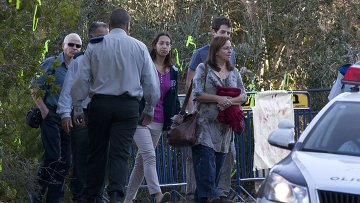 Семья капрала Гилада Шалита выходят из своего дома