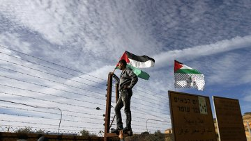 Палестинцы на египетско-израильской границе в ожидании обмена пленных