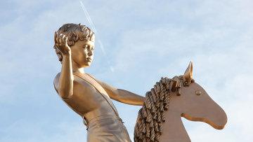 Открытие новой временной скульптуры на четвертом постаменте Трафальгарской площади в Лондоне