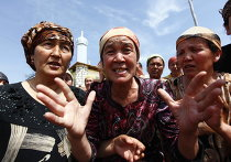 Женщины на границе с Узбекистаном