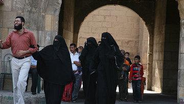 Эта египетская семья придерживается самых жестких требований к женской одежде