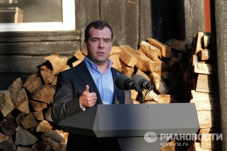 Дмитрий Медведев на пресс-конференции по итогам саммита G8