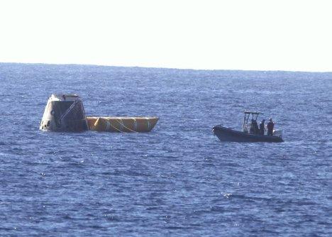Приводнение в Тихом океане первой капсулы Dragon в 2010 году