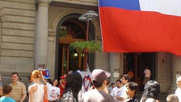 """Участники акции  """"Чили помогает Чили"""" в Сантьяго"""