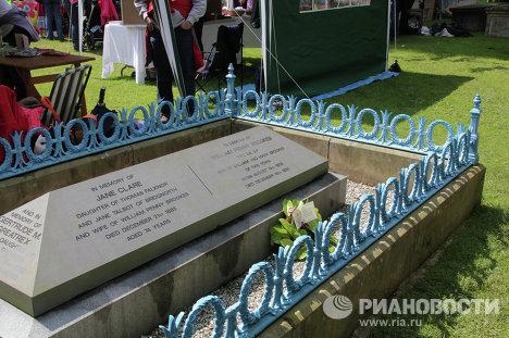 Могила Уильяма Пенни Брукса и членов его семьи находится на кладбище местной церкви в городе Мач-Уэнлок