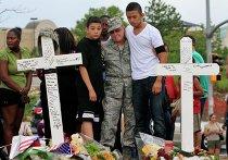 Траур по жертвам стрельбы в Колорадо