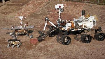 Три поколения Mars Exploration Rover (MER) в Центре управления полетами в Пасадене