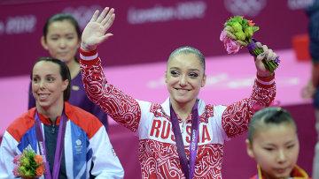 Россиянка Алия Мустафина, занявшая первое место в упражнениях на брусьях