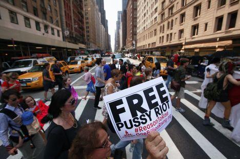 Протест в Нью-Йорке в защиту Pussy Riot