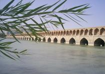 Исторический Мост Си-о-Се Поль в городе Исфахан, Иран