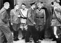 Иоахим фон Риббентроп, Мартин Борман, Герман Геринг, Адольф Гитлер и Бенито Муссолини