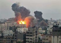 Пожар после авианалета ВВС Израиля на Сектор Газа