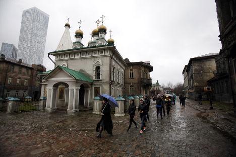 Школьники гуляют в Москве