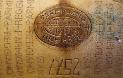 Сыр «Пармезан» Credito Emiliano bank в Италии