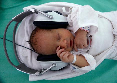 Новорожденным дают слушать классическую музыку в одной из больниц в Кошице на востоке Словакии