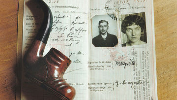 Паспорт и трубка Рене Магритт