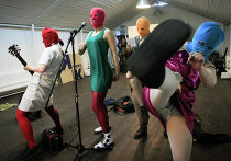 """Кадр из фильма """"Pussy Riot: Панк-молитва"""" (Pussy Riot—A Punk Prayer )"""