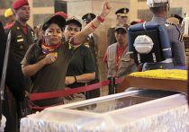 Гроб с телом Уго Чавеса