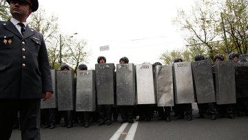 Усиленные наряды полиции, перекрывшие проспект Баграмяна