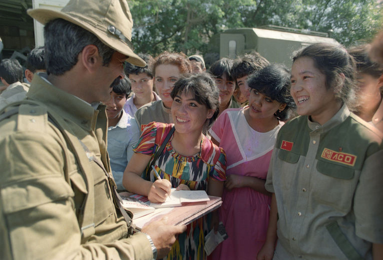 Прибытие возвращающихся на родину солдат-интернационалистов в Термез